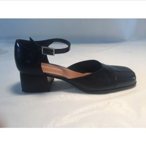 Naturlizer Black Heel Close Toe Shoe Sz 7.5 N